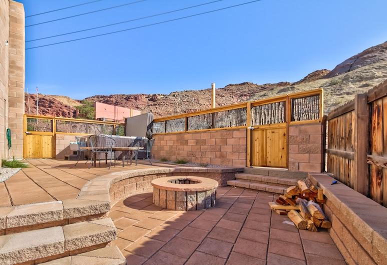 Escapada familiar en la calle principal con fogón compartido y bañera de hidromasaje, Moab, Balcón
