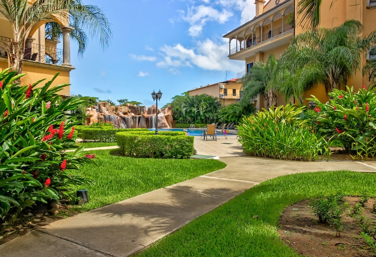 Tropical Resort Escape With a Shared Pool, Ocean Views, and Easy Beach Access, 塔瑪琳多, 住宿範圍