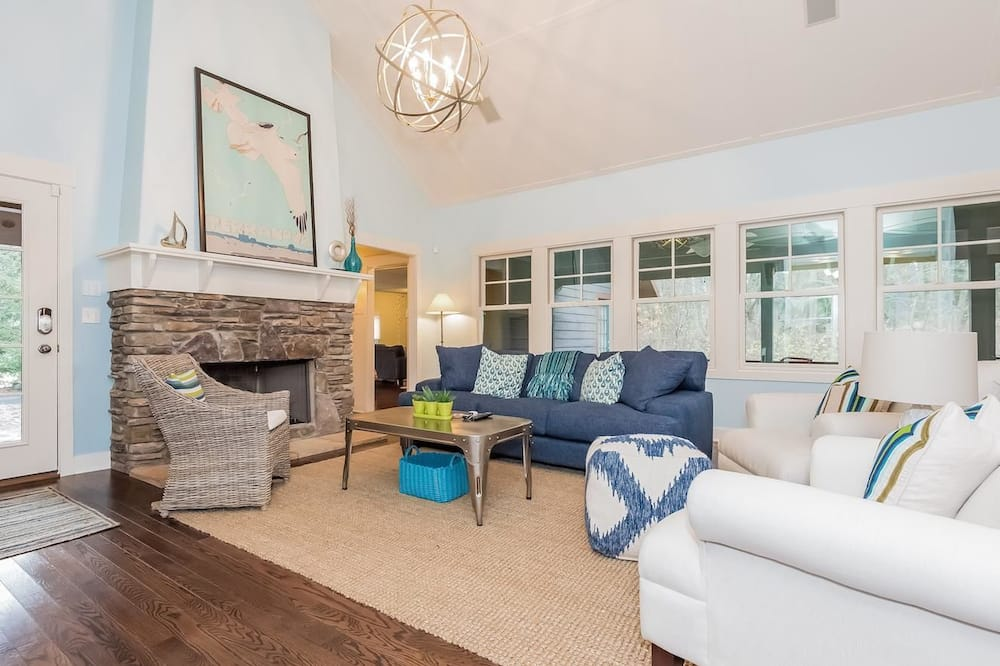Deluxe Cottage, 4 Bedrooms, Hot Tub - Living Room