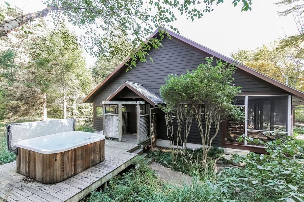 Deluxe Cottage, 4 Bedrooms, Hot Tub - Outdoor Spa Tub