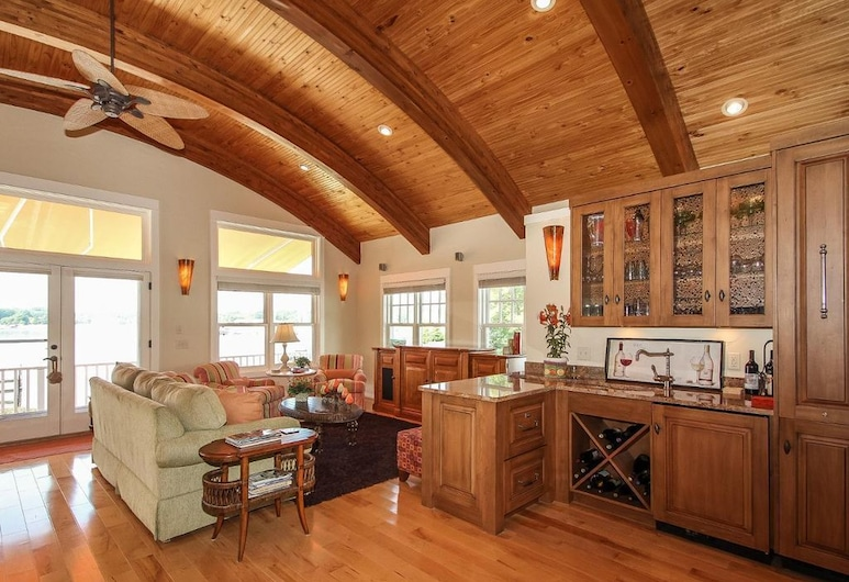 Lay By The Bay, Saugatuck, Design Cottage, 4 Bedrooms, Living Area