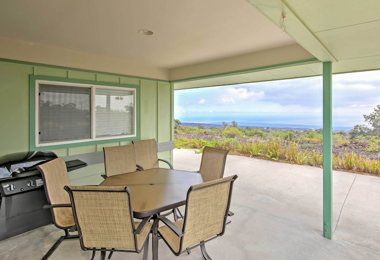 Ocean View House W/lanai 7 Mi. From South Point!, 오션뷰