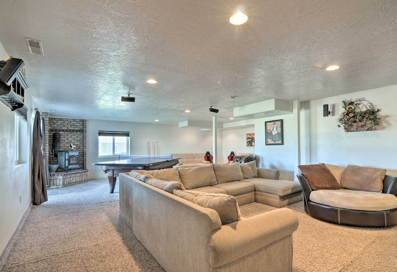 Scenic Large-group Retreat, 1 Mi to Bryce Canyon!, Bryce Canyon, Living Room