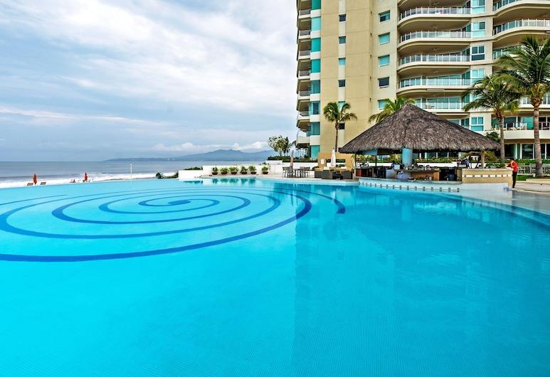 Sleek Nuevo Vallarta Condo w/ Direct Beach Access!, Bucerias, Pool