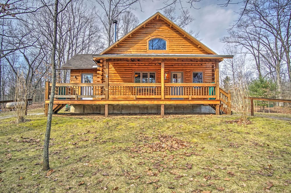 Remote Pentwater Cabin in the Woods: 5 Mi to Dtwn