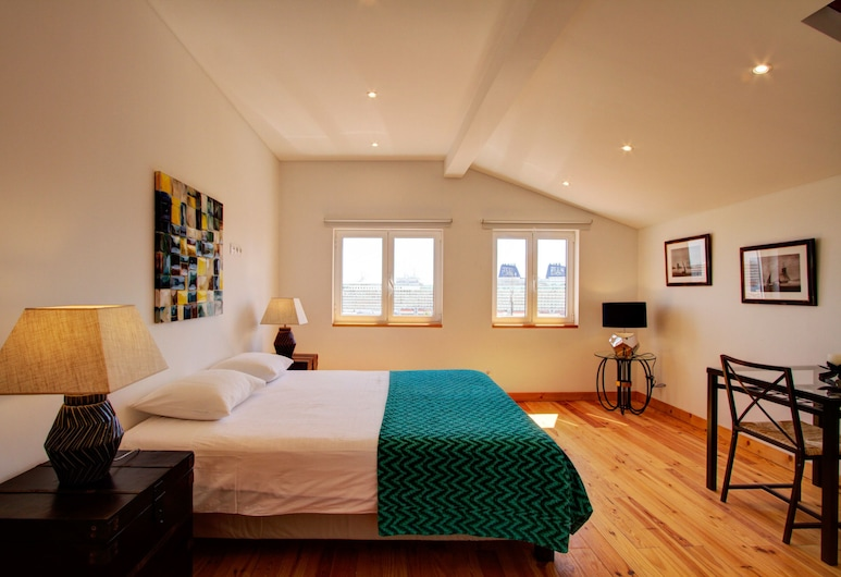 A new Studio Apartment With Amazing Views of the River Tagus, Lizbona, Studio, Pokój
