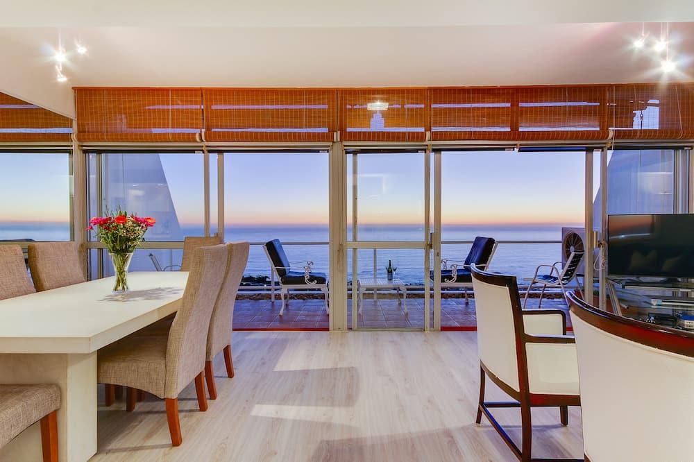 Apartment, 2 Bedrooms, Ocean View - Living Area