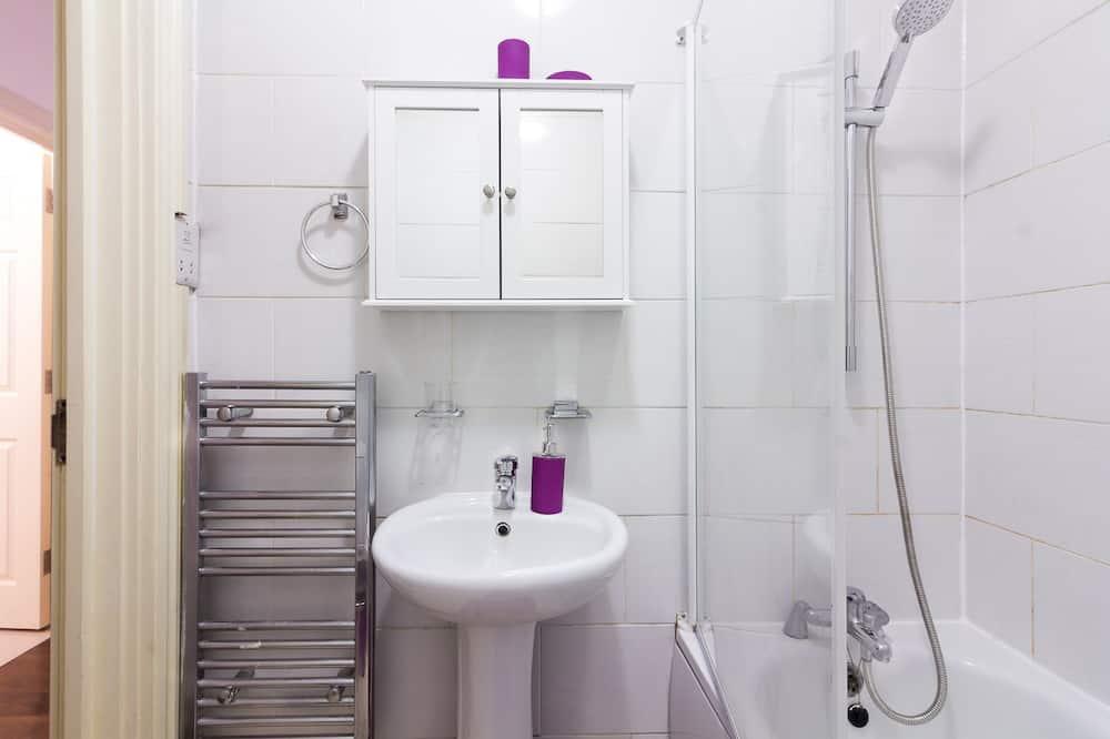 City Apartment, City View - Bathroom Sink