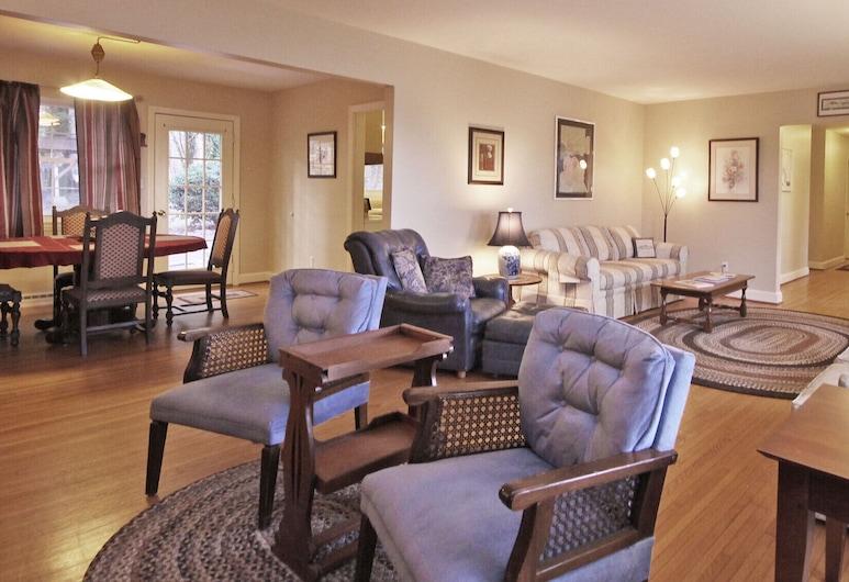 Beautiful Brevard Rental, Close to Everything!, Brevard, Dzīvojamā istaba