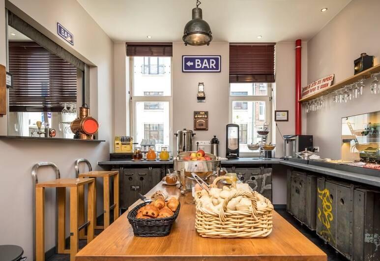 Train Cabin Hostel, Brussels, Breakfast Area