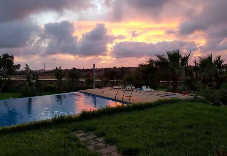 Villa Salma, סאחל אוולאד חריז, בריכה חיצונית
