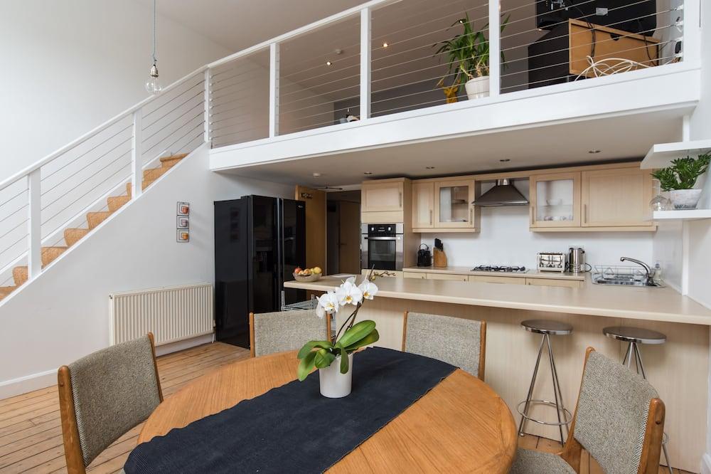 Deluxe loft, 1 slaapkamer, Uitzicht op zee - Eetruimte in kamer