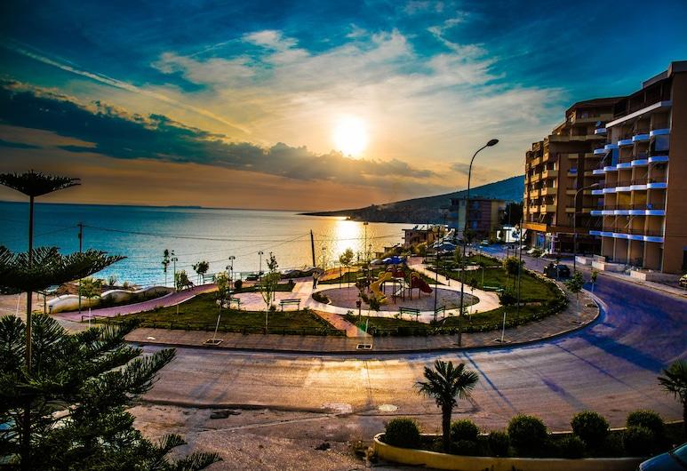 Hotel Oasis, Sarandë, Apartmá s ložnicí a obývacím koutem, dvojlůžko (200 cm), výhled na pláž, Terasa