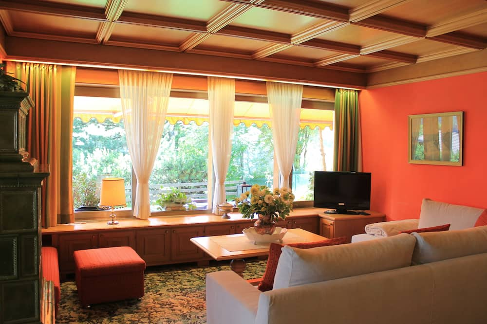 Panoramic Villa, 4 Bedrooms, Fireplace, Mountainside - Living Area