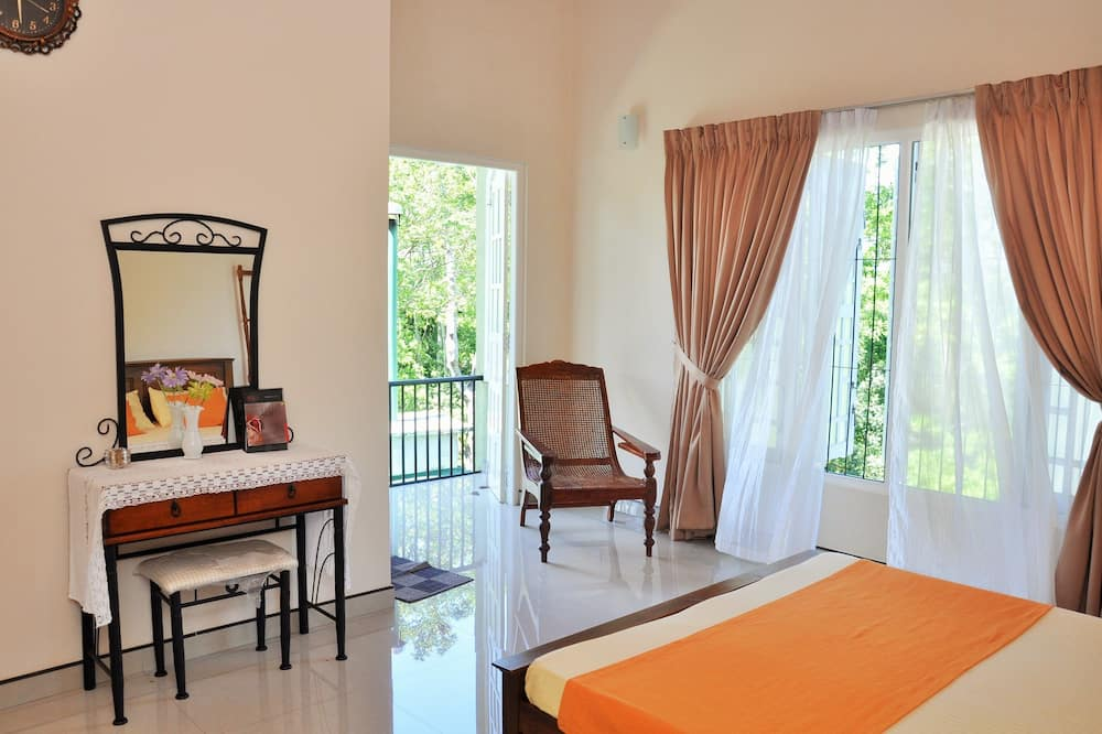 Deluxe Double Room, 1 Double Bed, Smoking, Mountain View - Guest Room View