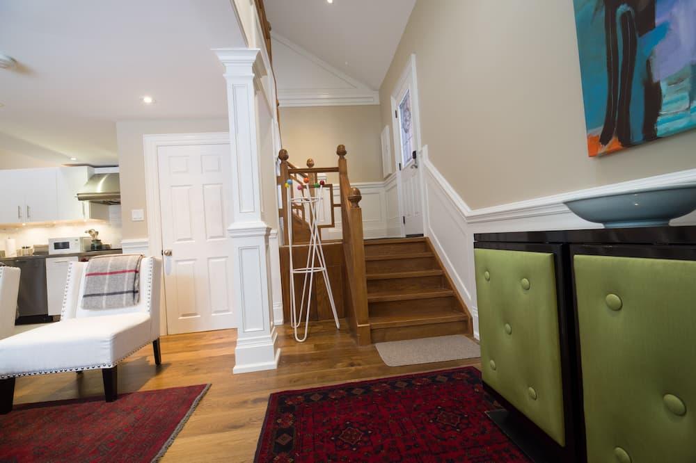 Rosedale Toronto Coach House 1 Bedroom, 1 Bathroom  - Nappali rész