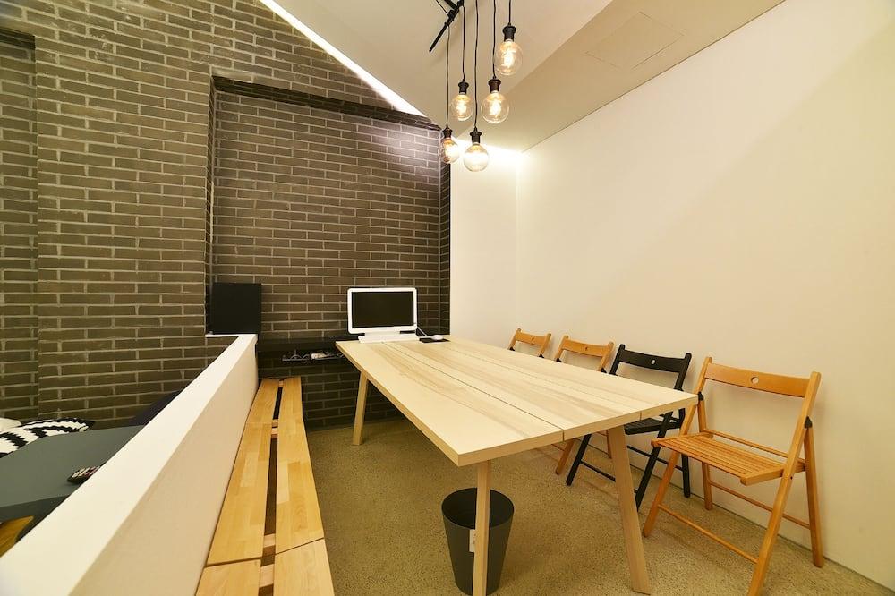Suite (Studio Party Room/No Breakfast on Mon) - Wohnbereich