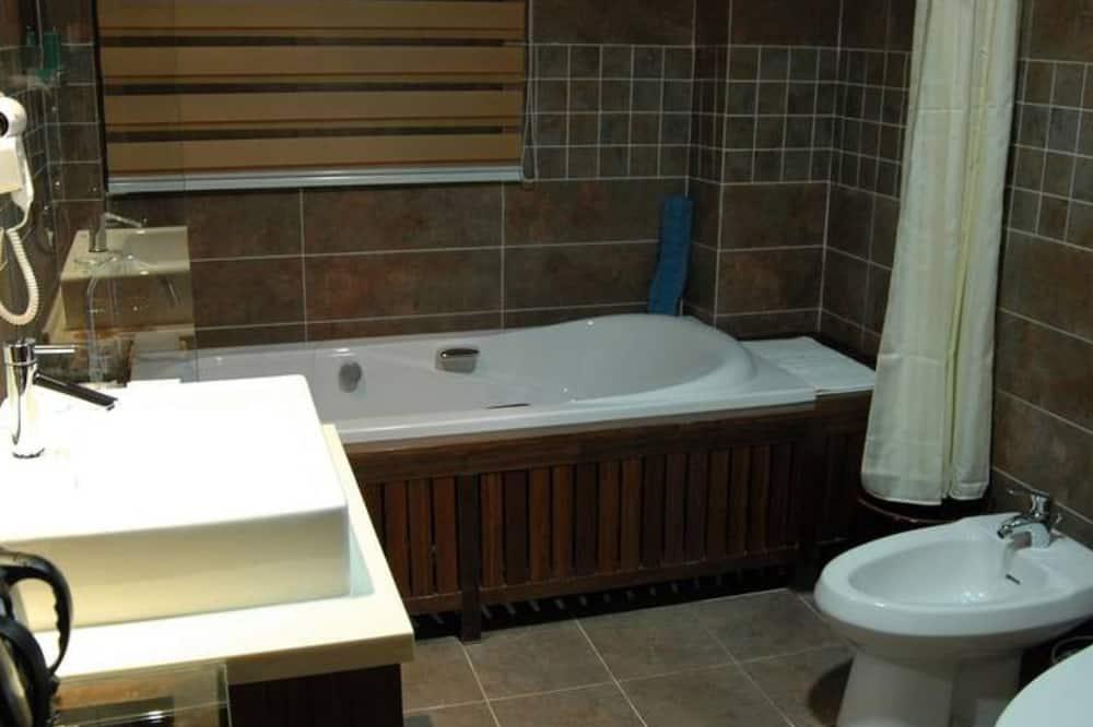 Design Suite with View - Bathroom