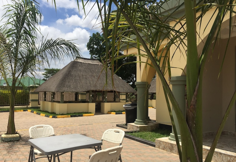 The Prince Charles Hotel, Lusaka, Outdoor Dining