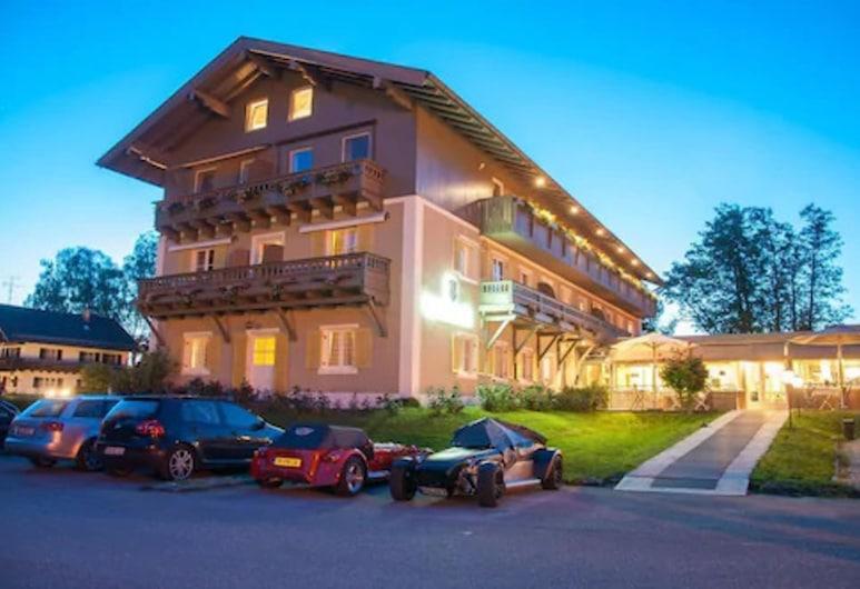 هوتل شلوسبليك تشيمسي, برين أم تشييمسي, واجهة الفندق - مساءً /ليلا
