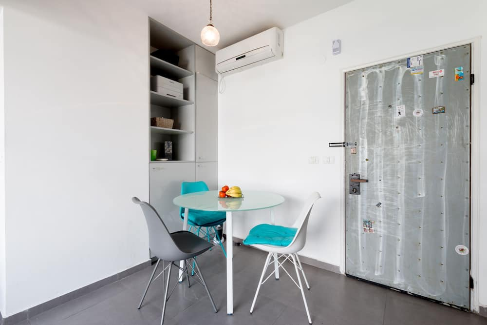 City Apartment, 2 Bedrooms - In-Room Dining