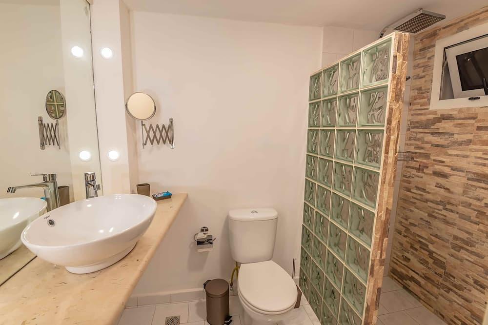 Deluxe Apartment, 3 Bedrooms - Jetted Tub
