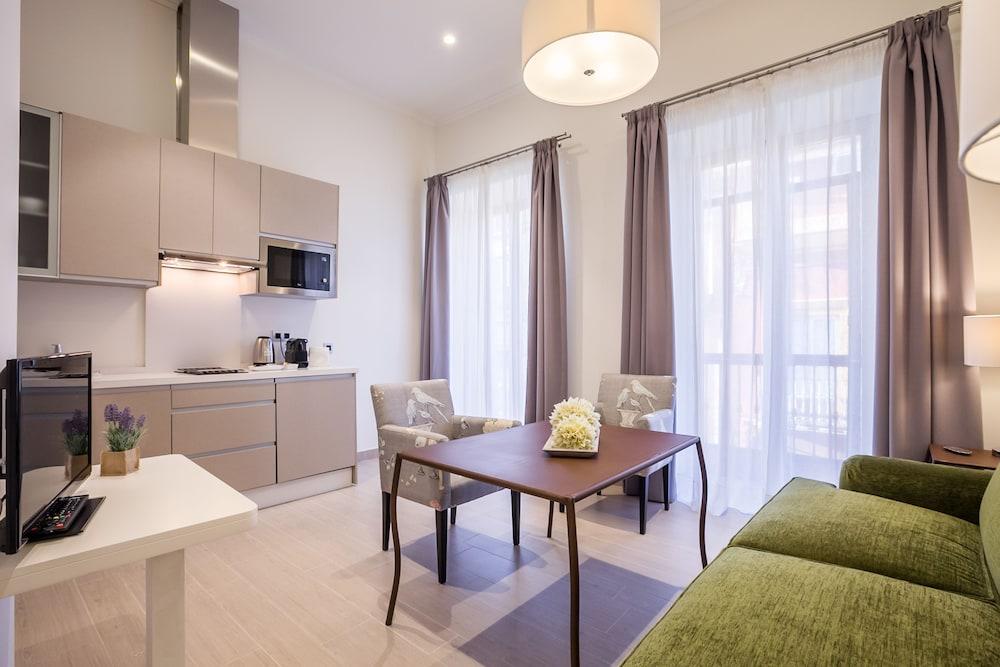 Book Apartamentos Vinuesa 15 in Seville