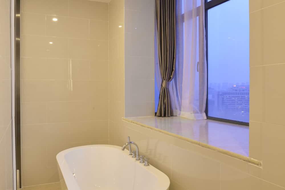 ห้องสวีท, เตียงคิงไซส์ 1 เตียง (Additional Living Area) - ห้องน้ำ