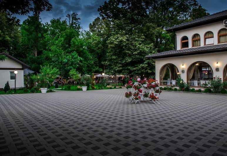 Hotel Camp Karagaq, Pec, Hadapan Hotel - Petang/Malam