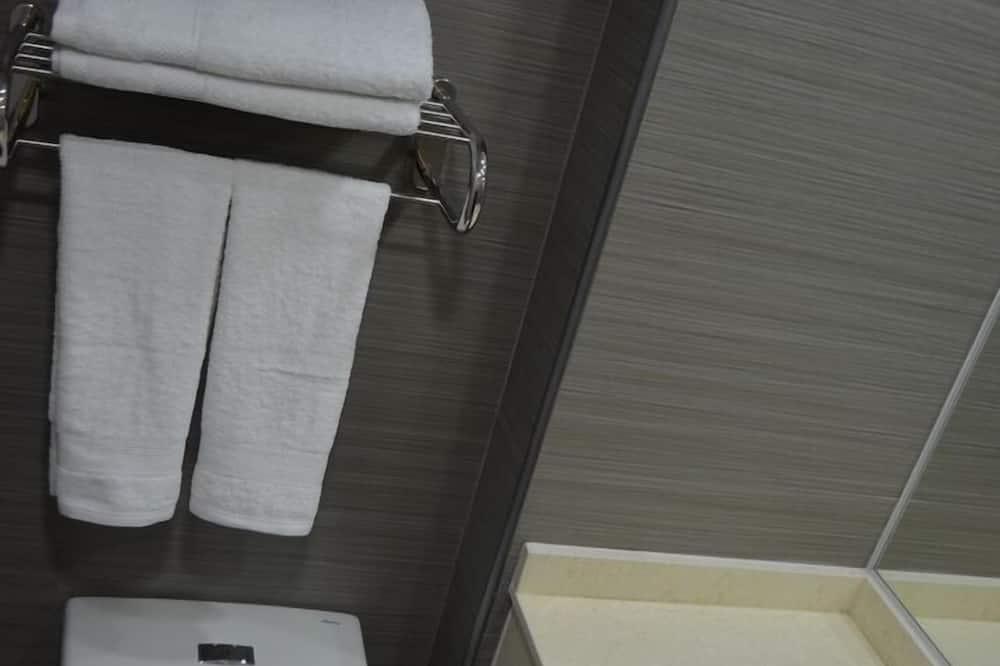 Standarta vienvietīgs numurs, 1 divguļamā karalienes gulta, privāta vannasistaba - Vannasistaba