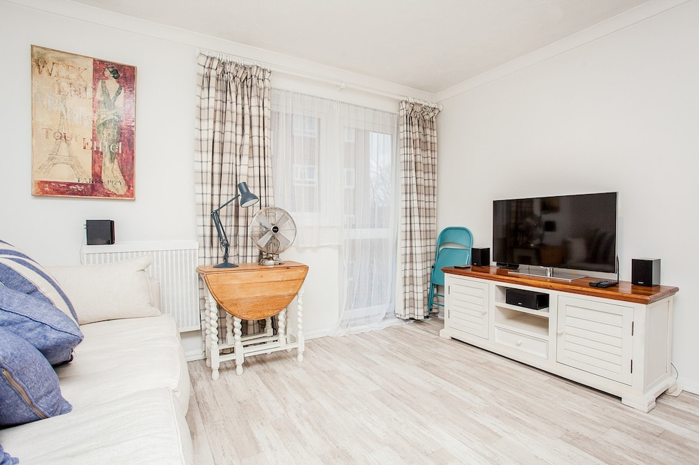 Book Stunning Spacious South London 1 Bed Apartment With Balcony In