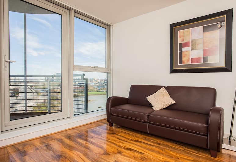 Stunning 2 Bed Apartment with Amazing Views, London, Apartment, 2 Bedrooms, Living Room