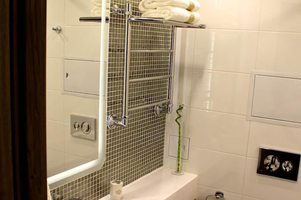 Comfort Apartment, 1 Queen Bed, City View - Bathroom