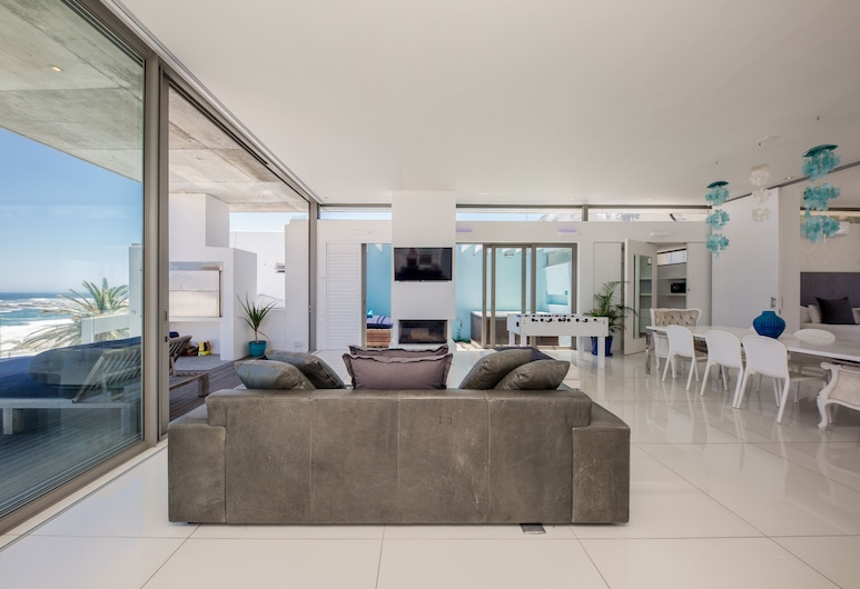 15 Views Penthouse - One Bedroom Apartment, Sleeps 2, Cape Town