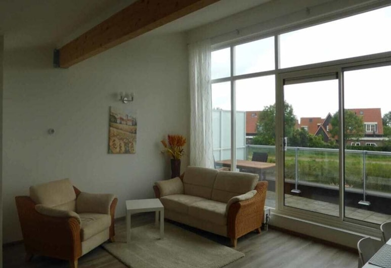Neat Island House With Beautiful View, Oude-Tonge