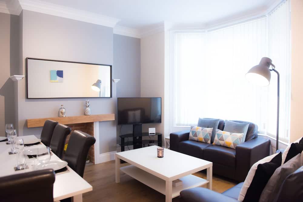 Ashville Lodge (5 Bedrooms) - Living Room