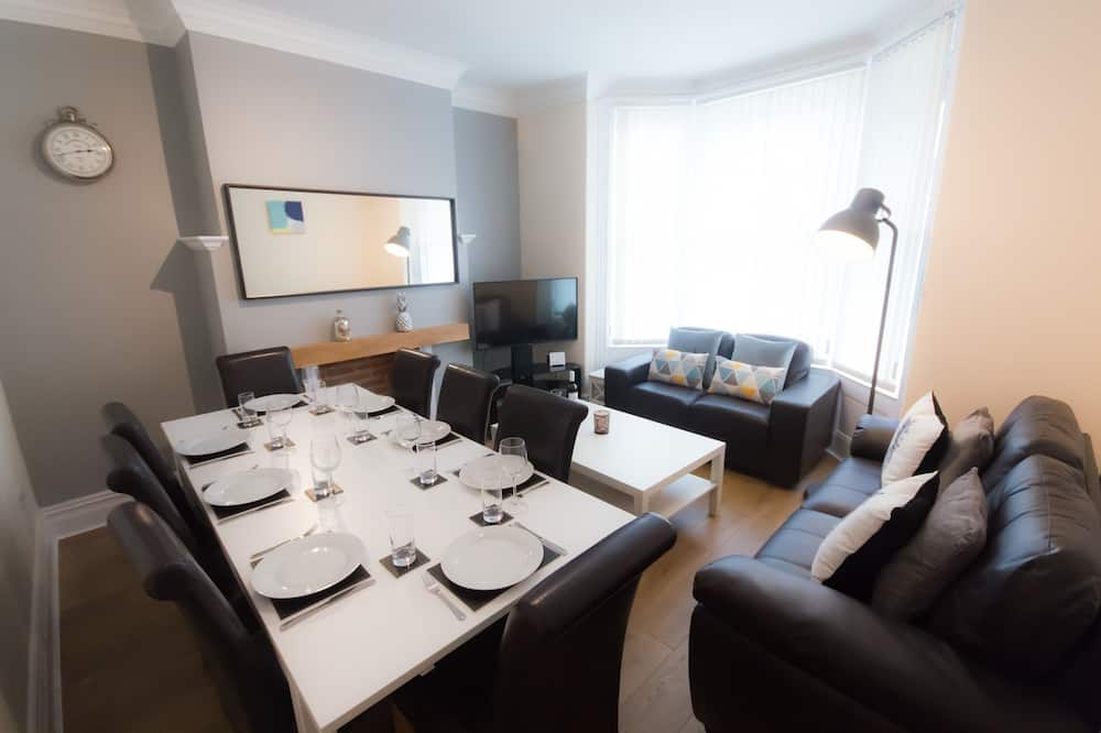 Ashville Lodge (5 Bedrooms) - In-Room Dining