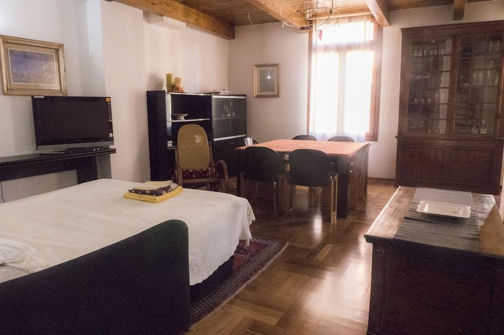 Апартаменты «Классик», 2 спальни - Зона гостиной