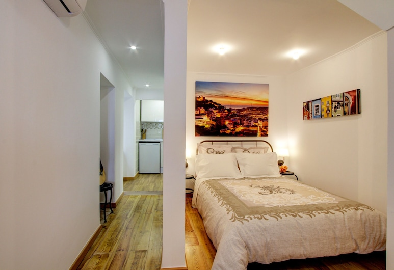 Cozy one bed in the Heart of Alfama w/ Aircon, Lisbon, Apartment, 1 Bedroom, Room