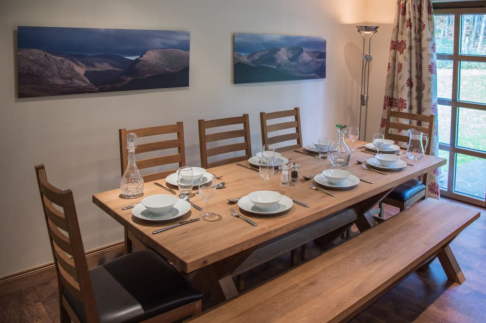 House, 5 Bedrooms - In-Room Dining