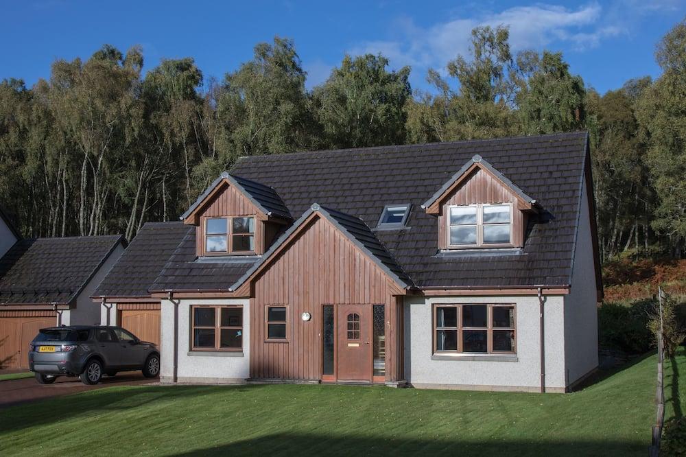Highland Holiday Homes - Tulloch Ard