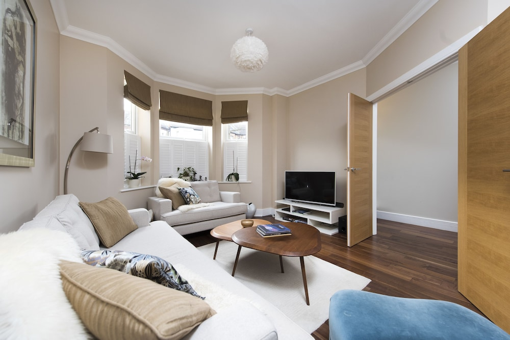 Stylish 3br Family Home In Leafy Tooting London