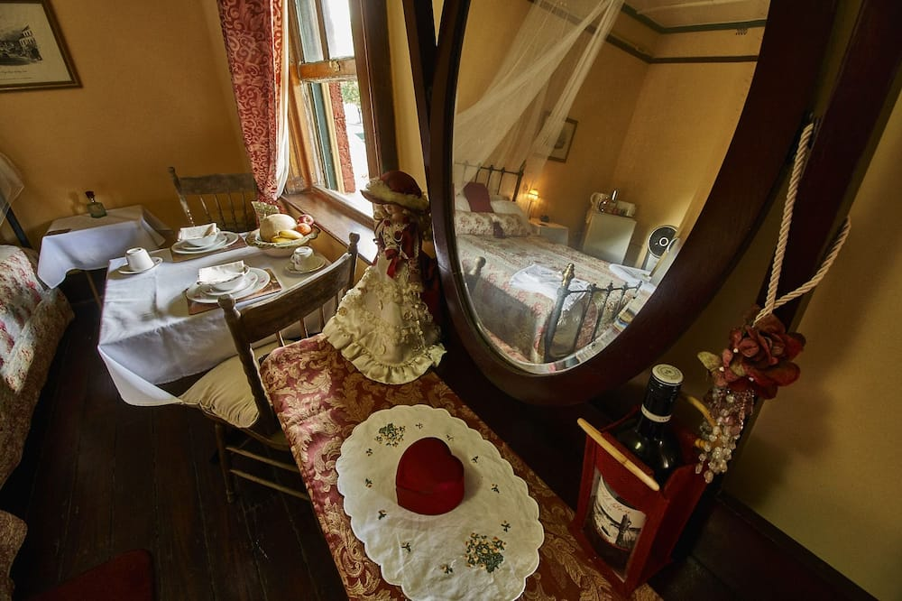 The Victoria Room - In-Room Dining