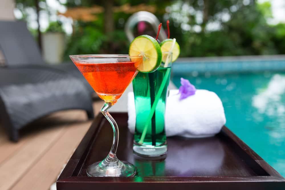 Premium Executive Pool Villa - Poolside Bar