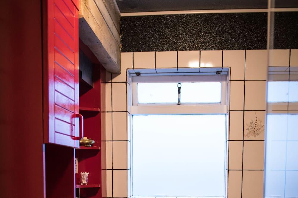 ห้องสแตนดาร์ดทวิน, ห้องน้ำรวม, วิวสระว่ายน้ำ - ห้องน้ำ