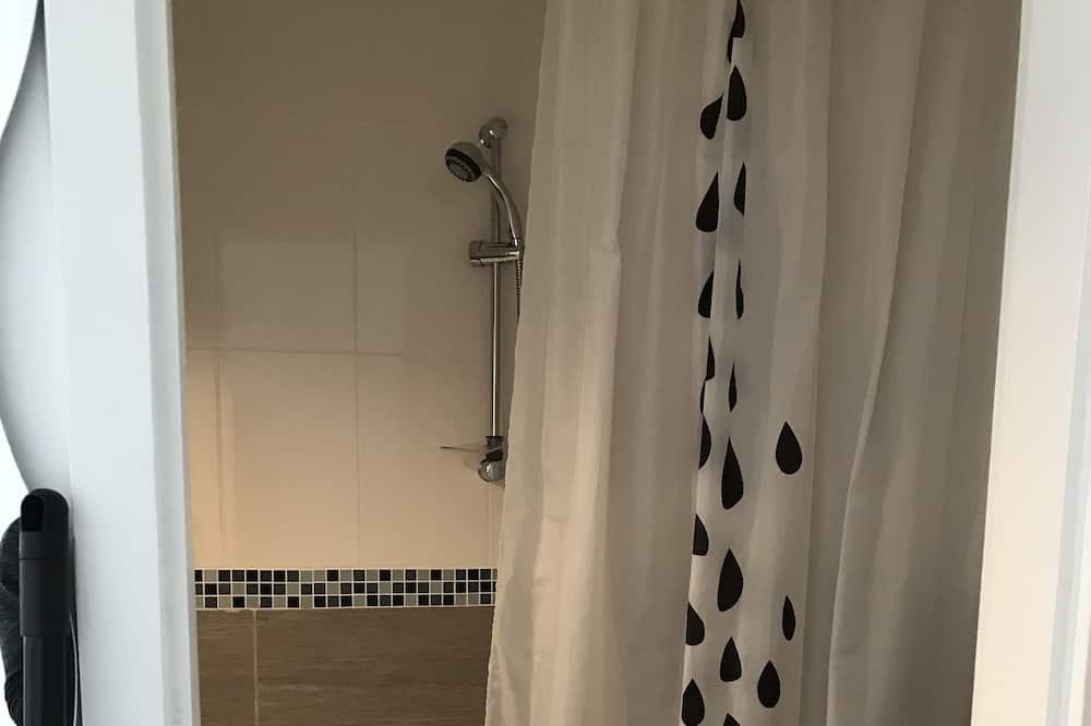 Standard Studio Suite, 2 Single Beds, Kitchen - Bathroom