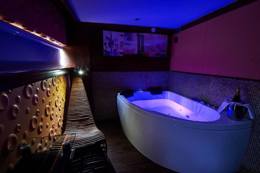 Suite Jacuzzi Desir - Kylpyhuone