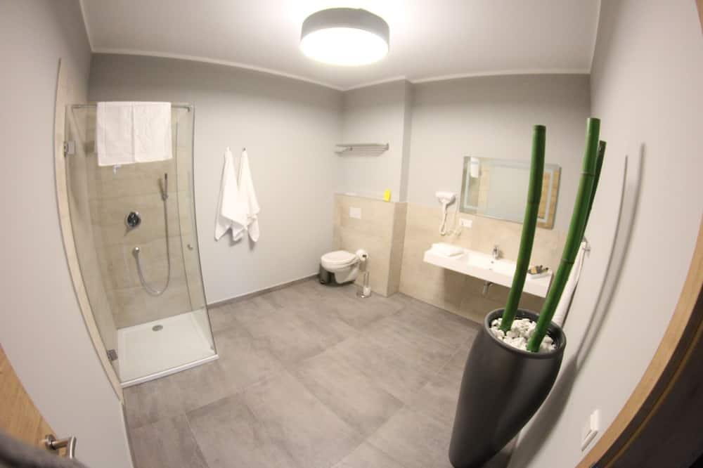 Comfort Double Room, 1 Queen Bed - Bathroom