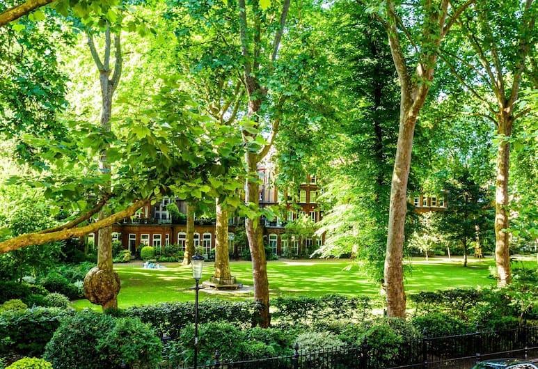 Bramham Gardens View, London, Pemandangan dari properti