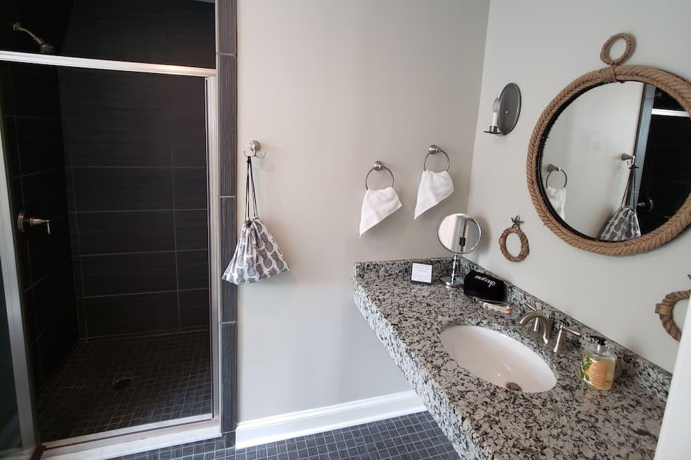 The Commander's Suite - Bathroom